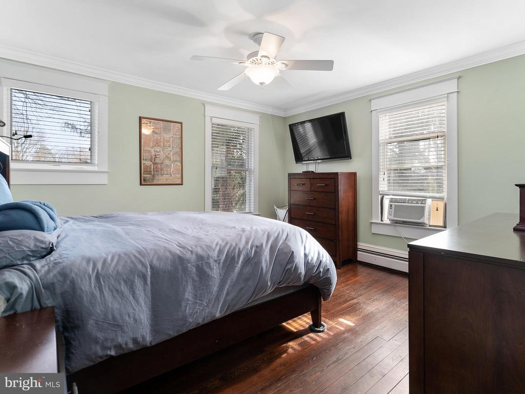 master bedroom - 200 WASHINGTON GROVE LN, GAITHERSBURG