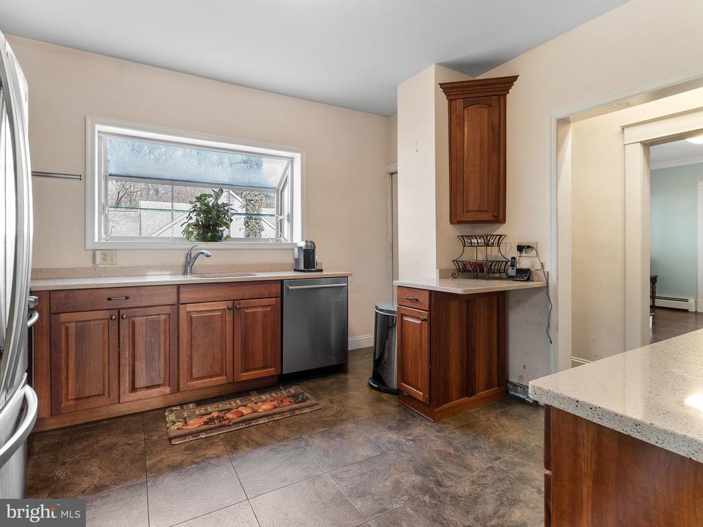 kitchen - 200 WASHINGTON GROVE LN, GAITHERSBURG
