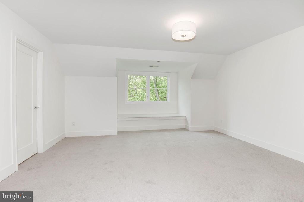 Fifth Bedroom - 3016 UNIVERSITY TER NW, WASHINGTON