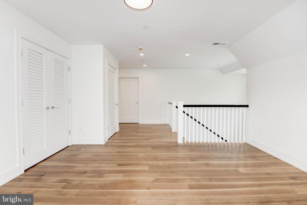 Top Level  Loft/Lounge - 3016 UNIVERSITY TER NW, WASHINGTON