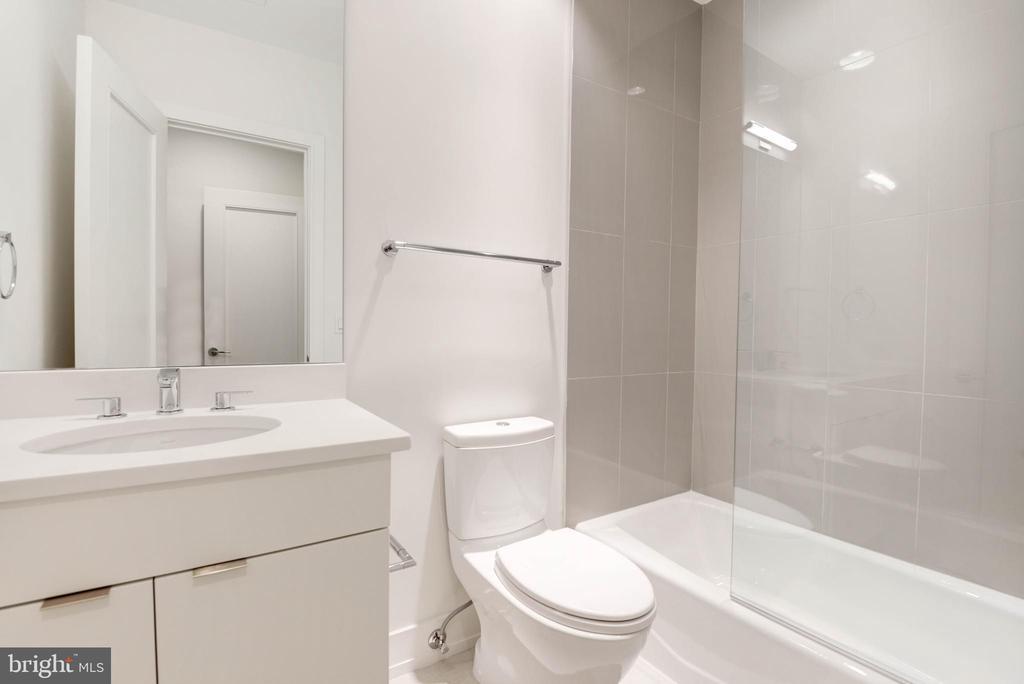 Sixth Bath - 3016 UNIVERSITY TER NW, WASHINGTON