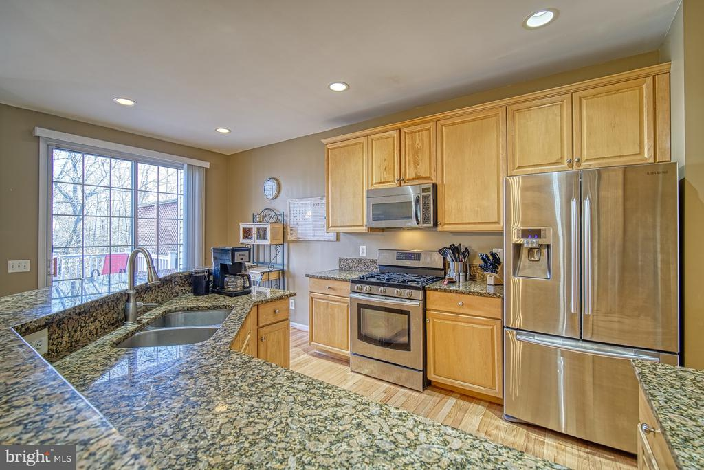 Kitchen has Stainless Steel Appliances - 22710 DEXTER HOUSE TER, ASHBURN