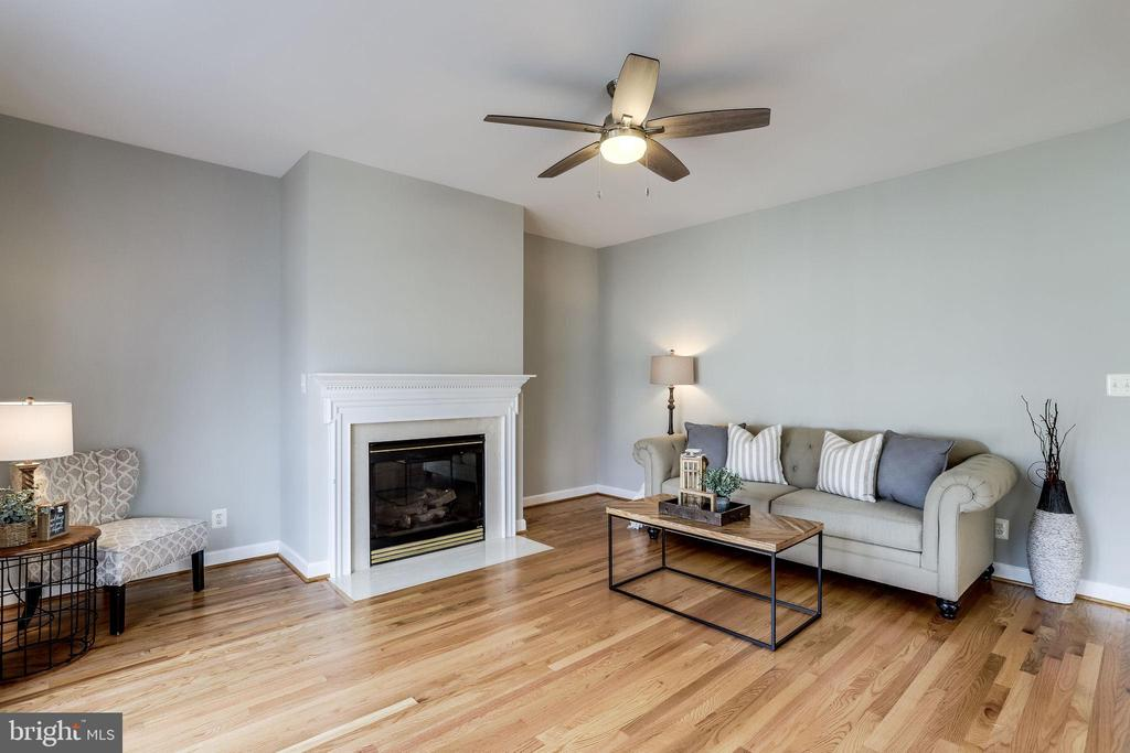 Living Room with Gas Fireplace - 2952 22ND ST S, ARLINGTON