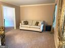 Light filled living room leads to formal DR - 20405 PERIDOT LN, GERMANTOWN