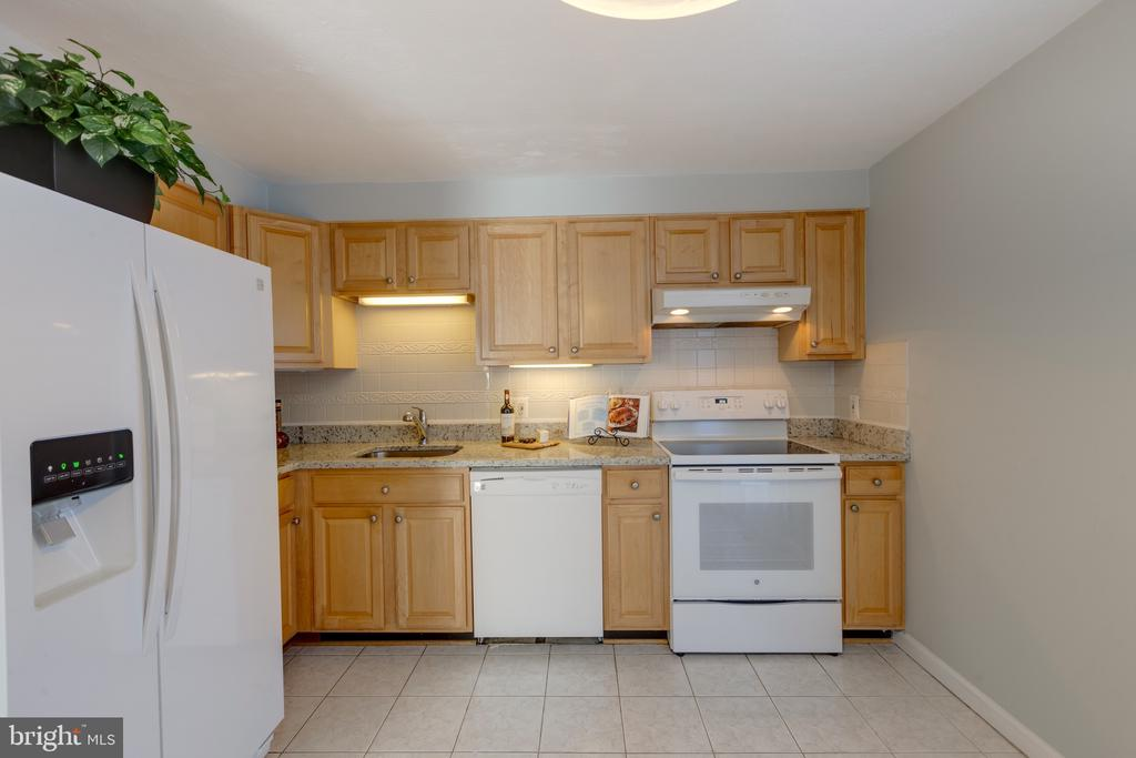 Kitchen second view - 4467 ELAN CT, ANNANDALE