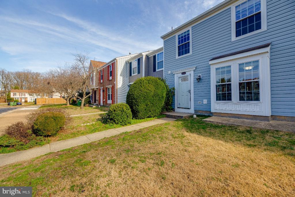 Updated TH in sought after Location - 15098 ARUM PL, WOODBRIDGE