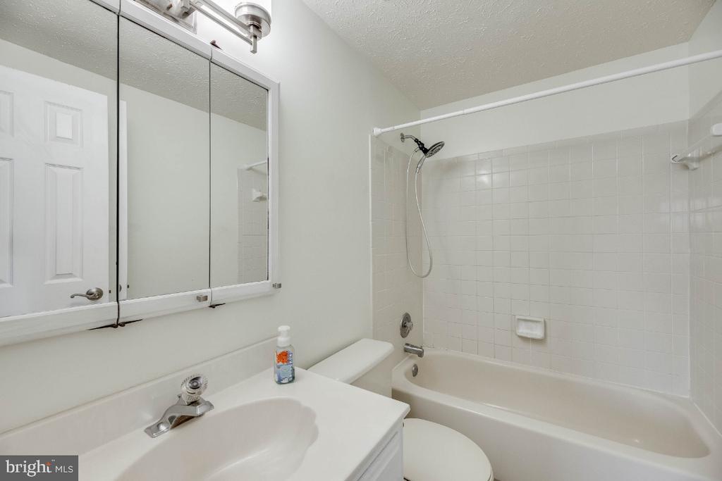 Master Bath - 15098 ARUM PL, WOODBRIDGE