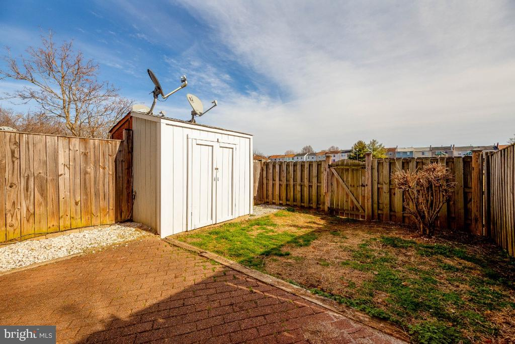 Private Rear Yard w/shed for extra storage - 15098 ARUM PL, WOODBRIDGE
