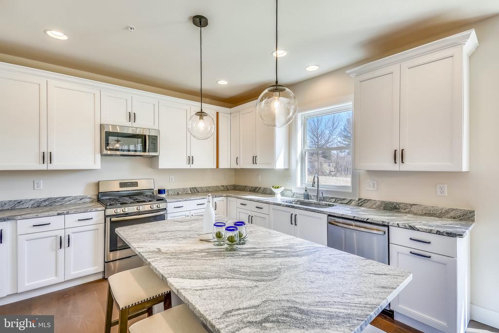 - 18613 STRAWBERRY KNOLL RD, GAITHERSBURG