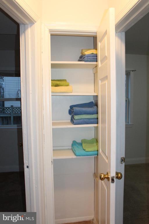 Hallway linen closet between two bedrooms - 175 MANASSAS DR, MANASSAS PARK