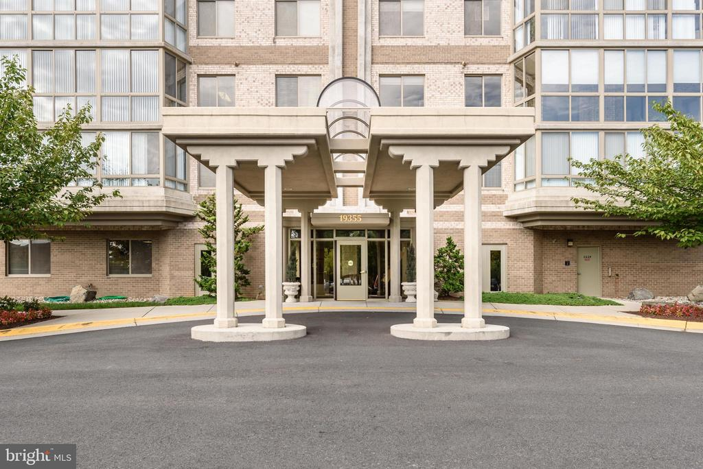 Welcome to Riverview at Lansdowne Woods - 19355 CYPRESS RIDGE TER #220, LEESBURG