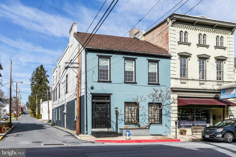 Single Family Homes for Sale at 44 W MARKET Street Marietta, Pennsylvania 17547 United States