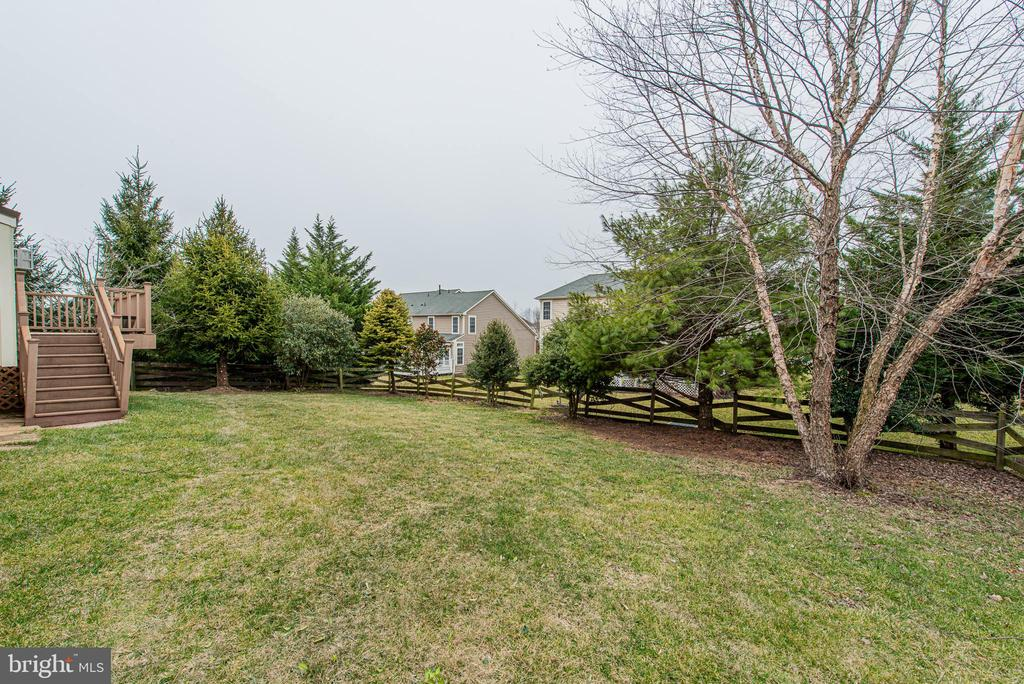 Flat Fenced in Back Yard - 4000 BELVEDERE LN, FREDERICK