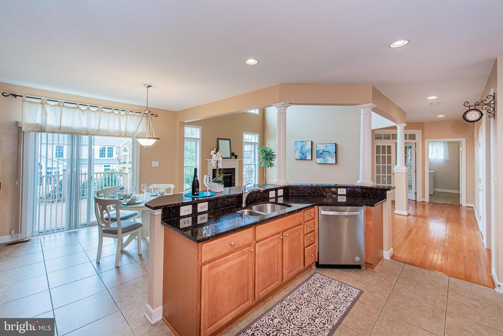 Gourmet Kitchen w/Brand New Dishwasher - 4000 BELVEDERE LN, FREDERICK