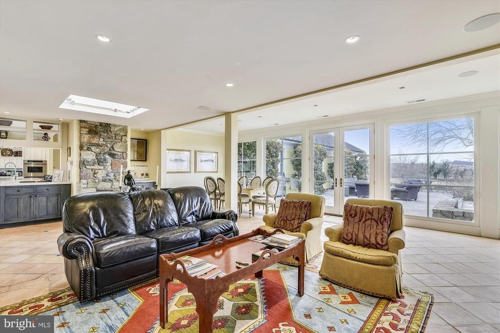 family room - 3050 RECTORTOWN RD, MARSHALL