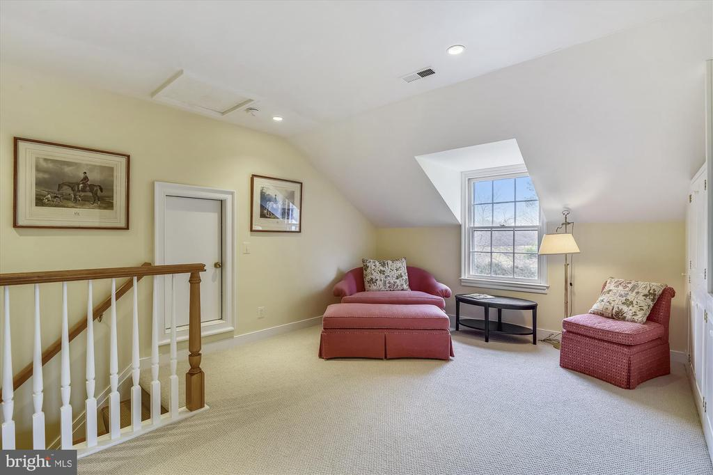 upper level living area - 3050 RECTORTOWN RD, MARSHALL