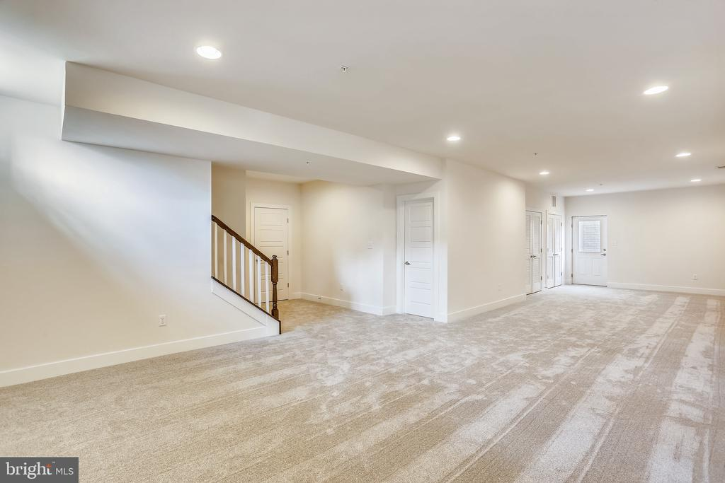 Expansive Recreation Room with Outdoor Access - 18609 STRAWBERRY KNOLL RD, GAITHERSBURG