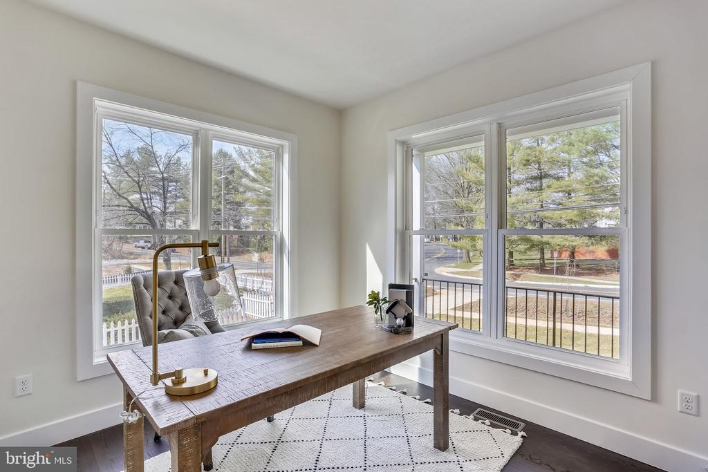 Private Study - 18609 STRAWBERRY KNOLL RD, GAITHERSBURG
