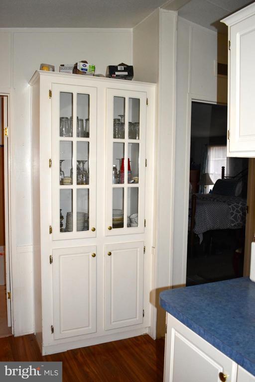 Kitchen Built In Cabinet - 34296 INDIANTOWN RD, LOCUST GROVE