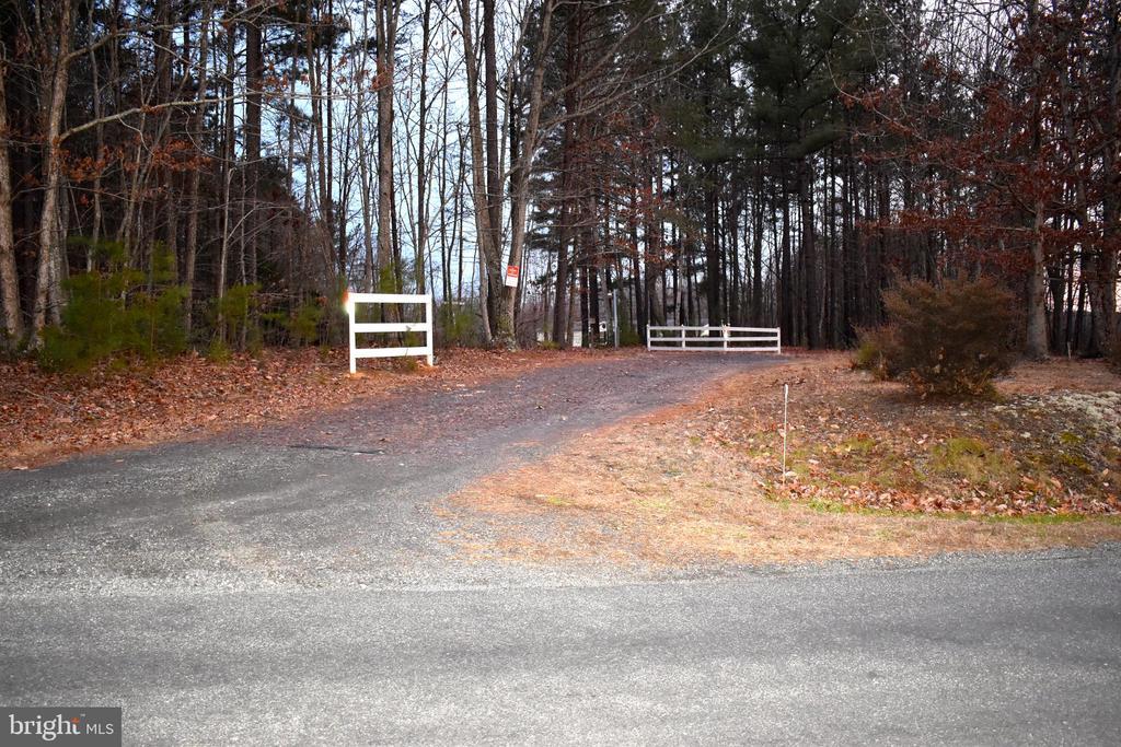 Driveway - 34296 INDIANTOWN RD, LOCUST GROVE