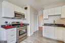 5-burner gas stove and large pantry. - 4141 N HENDERSON RD #1011, ARLINGTON