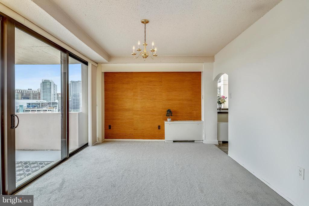 Large dining room leads to outdoor balcony. - 4141 N HENDERSON RD #1011, ARLINGTON