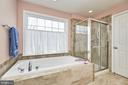 Separate soaking tub and shower and water closet - 5947 TUMBLE CREEK CT, HAYMARKET