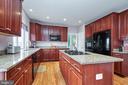 Kitchen with granite counter top - 5947 TUMBLE CREEK CT, HAYMARKET