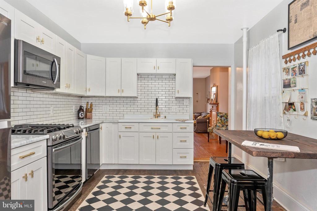 NEW Gourmet Kitchen w/Quartzite Counter Tops - 10 N WISNER ST, FREDERICK