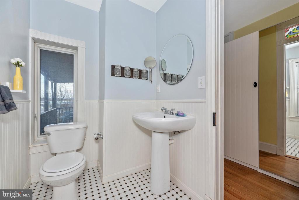 Updated Full Bathroom - 10 N WISNER ST, FREDERICK