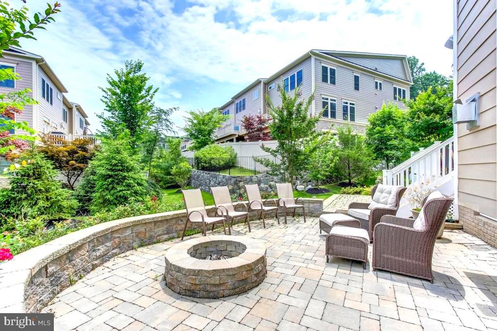 Only home w/stone patio, retaining wall & fire pit - 2327 DALE DR, FALLS CHURCH