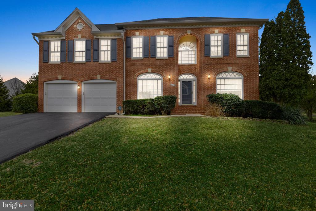 WELCOME HOME! - 13906 LEETON CIR, CHANTILLY