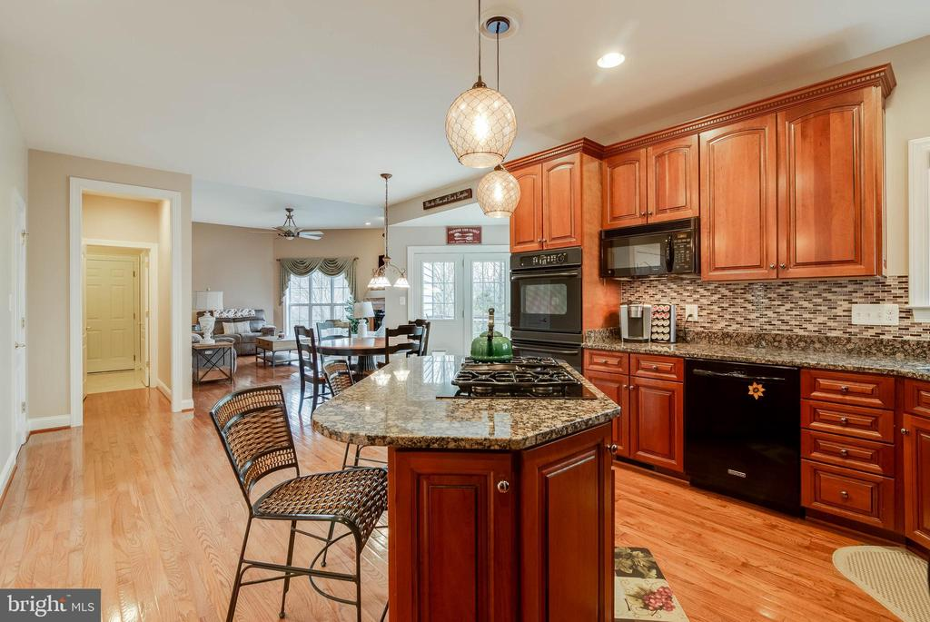 GOURMET KITCHEN - 5014 QUELL CT, WOODBRIDGE