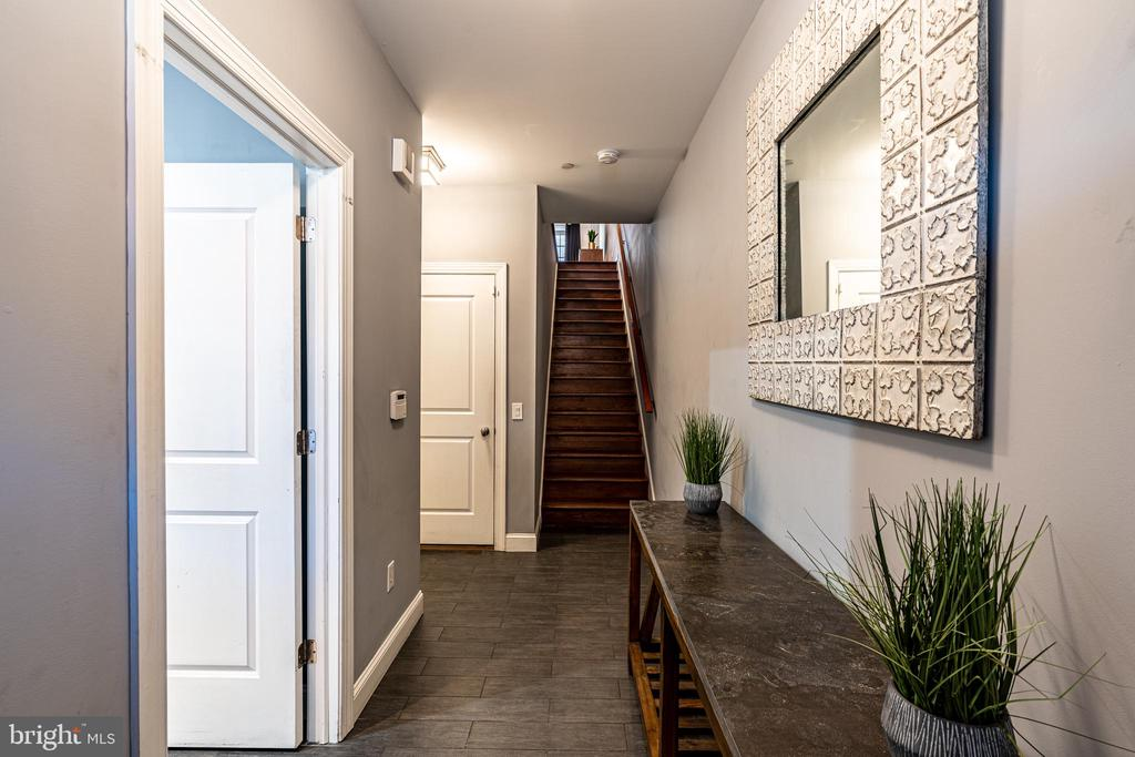 Entryway with Main Level Office, & Half Bath - 1739 ALICEANNA ST, BALTIMORE