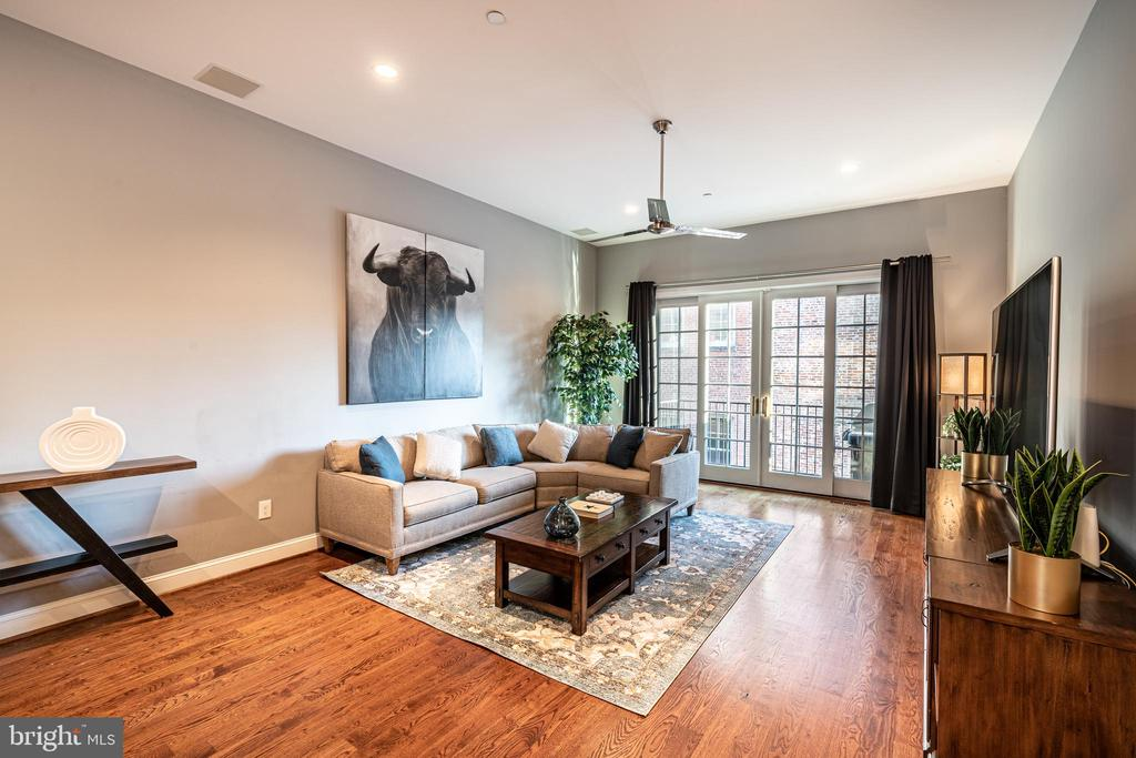 Second Level Livingroom - 1739 ALICEANNA ST, BALTIMORE