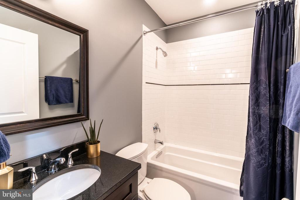 Third Level Bathroom - 1739 ALICEANNA ST, BALTIMORE