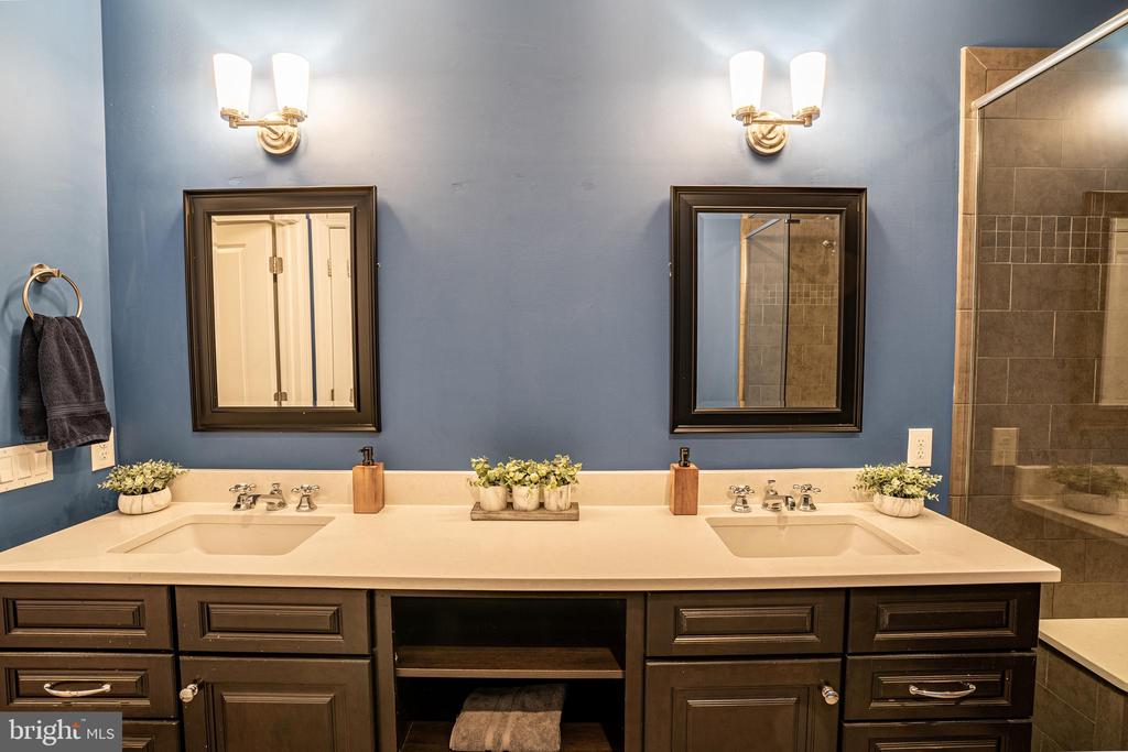 Oversized Vanity with Ample Storage. - 1739 ALICEANNA ST, BALTIMORE