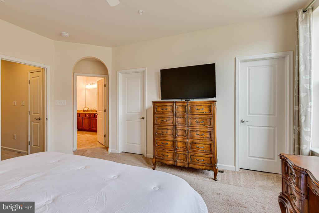 MASTER BEDROOM VIEW 2 - 6963 COUNTRY CLUB TER, NEW MARKET