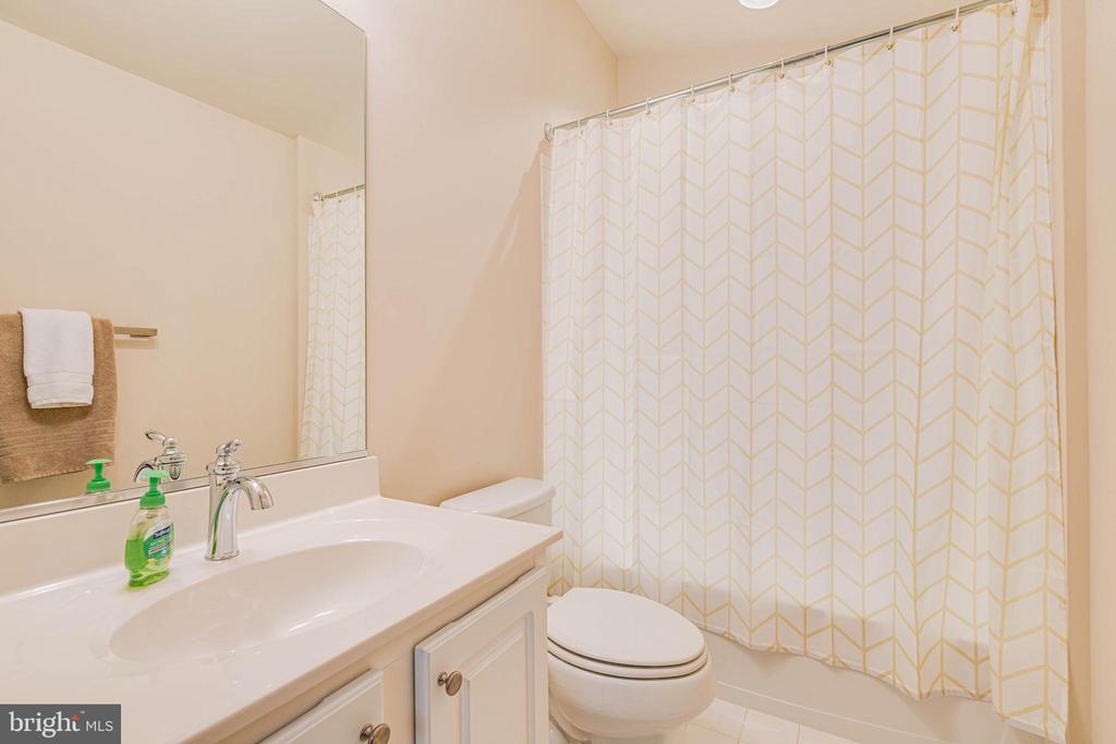 FULL BATHROOM / LOFT - 6963 COUNTRY CLUB TER, NEW MARKET