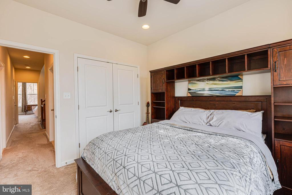 - 6963 COUNTRY CLUB TER, NEW MARKET