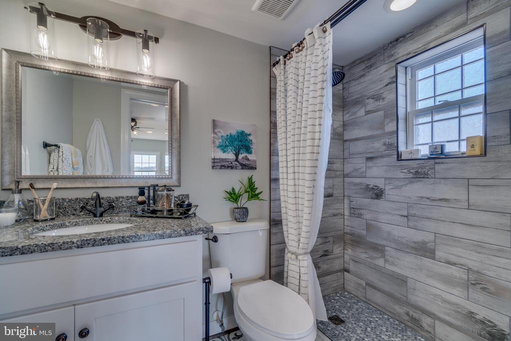 Simply Incredible Master Bath!!! Amazing Details!! - 6349 LOUISIANNA RD, LOCUST GROVE