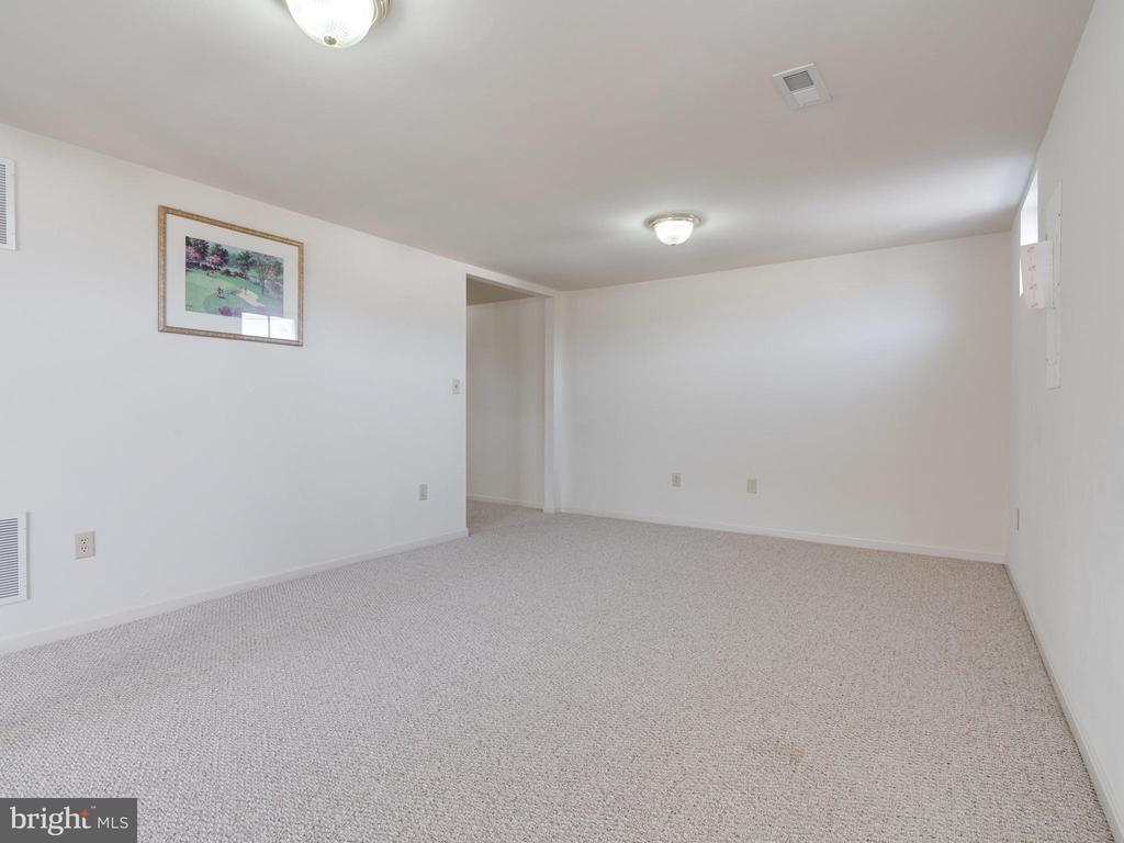 Great Room-Basement - 37 SARASOTA DR, STAFFORD