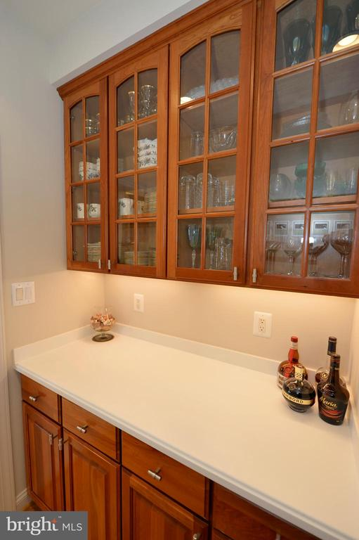 Butlers pantry off the dining room - 16080 GOLD CUP LN, PAEONIAN SPRINGS