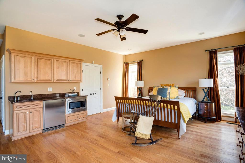 Kitchenette. 2 Entrances. One level accessibility - 9110 DARA LN, GREAT FALLS