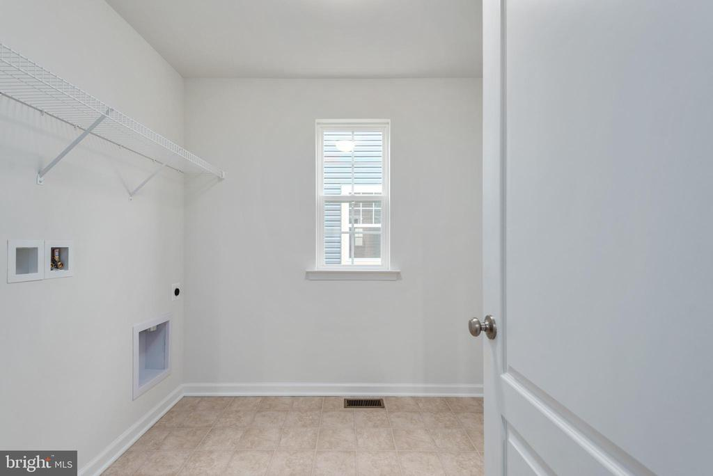 Second Level Laundry Room - 1225 COASTAL AVE, STAFFORD