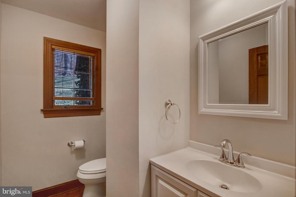 MAIN LEVEL POWDER ROOM - 4616 OLD NATIONAL PIKE, MIDDLETOWN