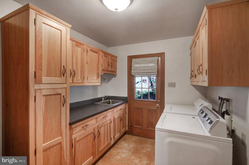 LAUNDRY ROOM OFF KITCHEN TO GARAGE - 4616 OLD NATIONAL PIKE, MIDDLETOWN