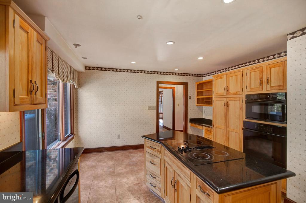 ISLAND WITH COOK TOP AND GRANITE - 4616 OLD NATIONAL PIKE, MIDDLETOWN
