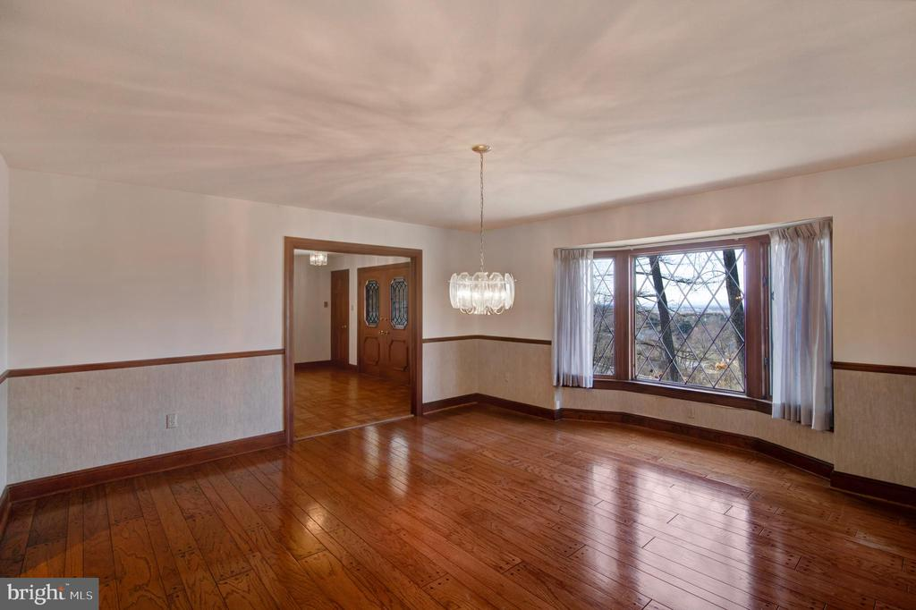 LARGE WINDOWS - BEAUTIFUL VIEWS - 4616 OLD NATIONAL PIKE, MIDDLETOWN