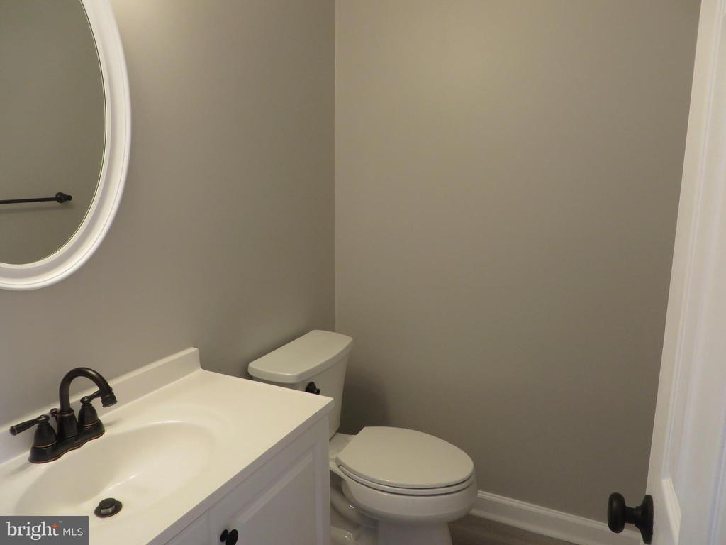 FIRST FLOOR POWDER ROOM - 43 JASON LN, STAFFORD